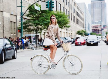 New_York_Fashion_Week_Spring_Summer_15-NYFW-Street_Style-Hanneli_Mustaparta-Bike-White_Skirt-3Sweatshirt-1