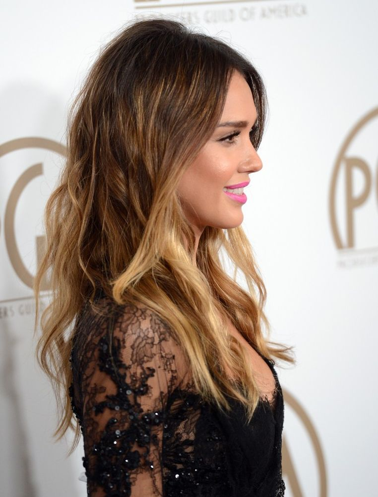 Jessica-Alba-let-her-hair-down-in-stylish-do