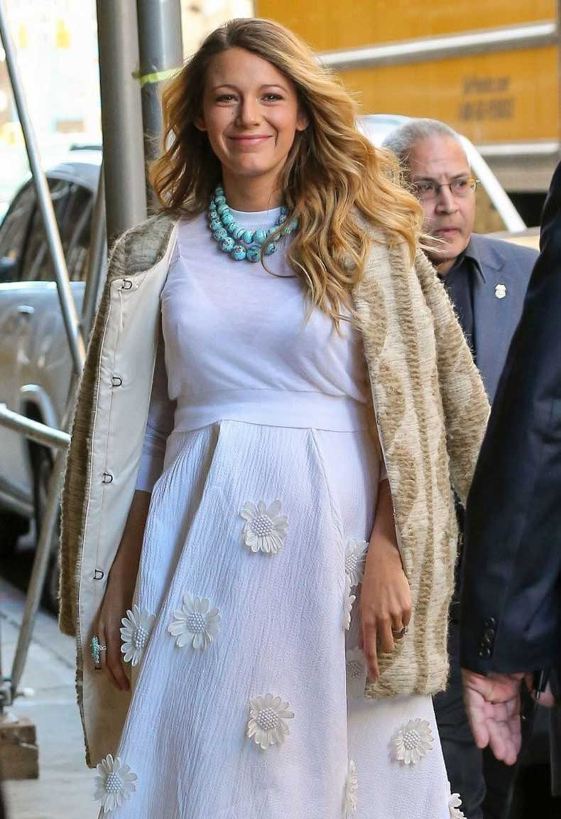 Pregnant+Blake+Lively+Out+NYC+dbHx6GsQ31rx