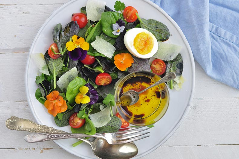 microleave-and-edible-flower-salad