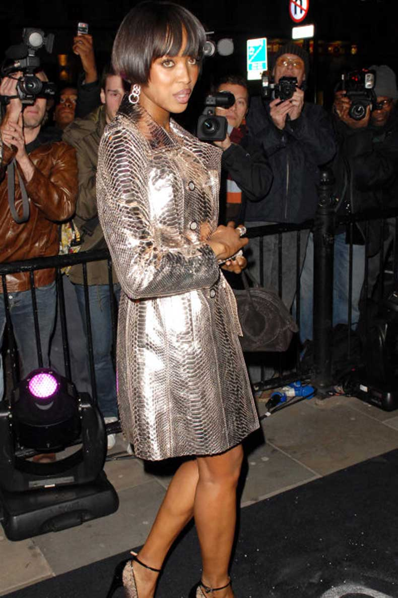 elle-18-naomi-campbell-trench-coat