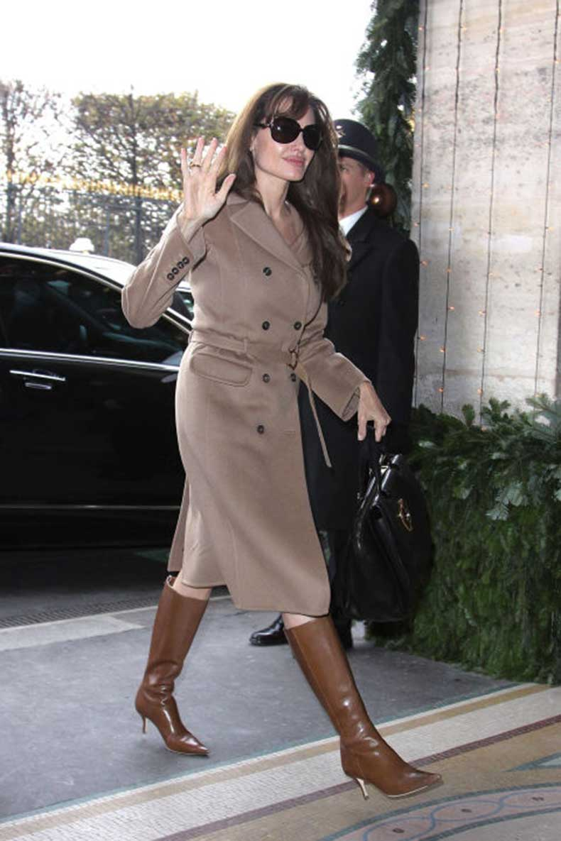 elle-24-angelina-jolie-trench-coat
