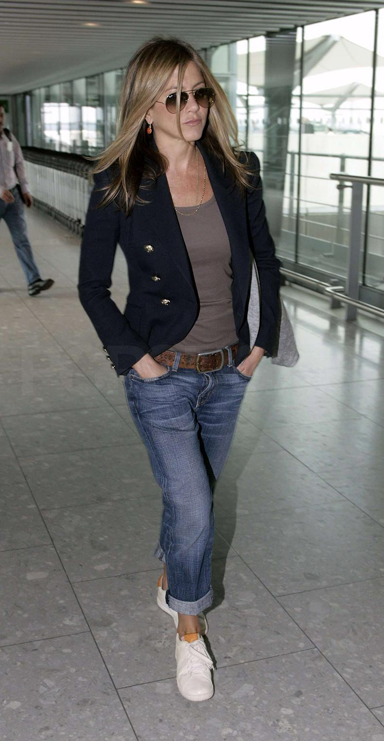 Pictures-Jennifer-Aniston-Leaving-Heathrow