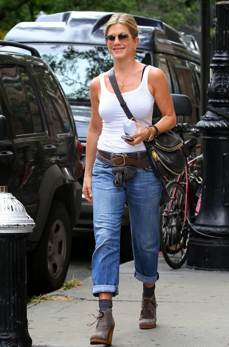 jennifer-aniston-white-tank-07