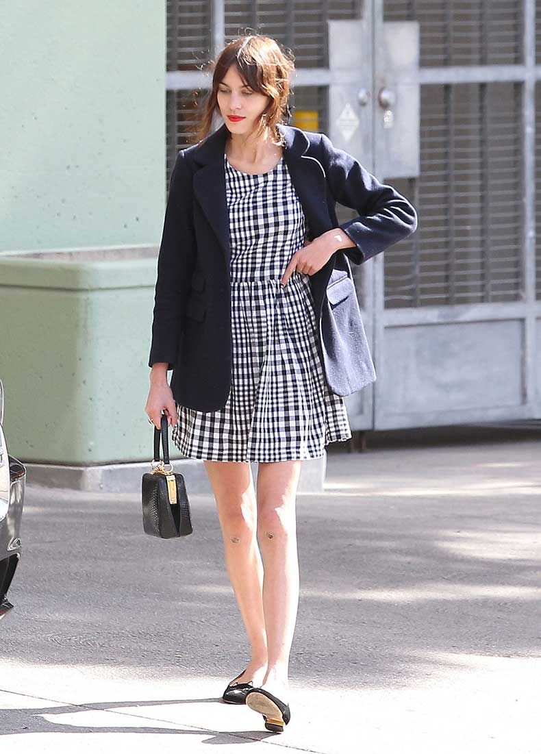 Alexa-Chung-showed-off-her-signature-style-out-LA-wearing