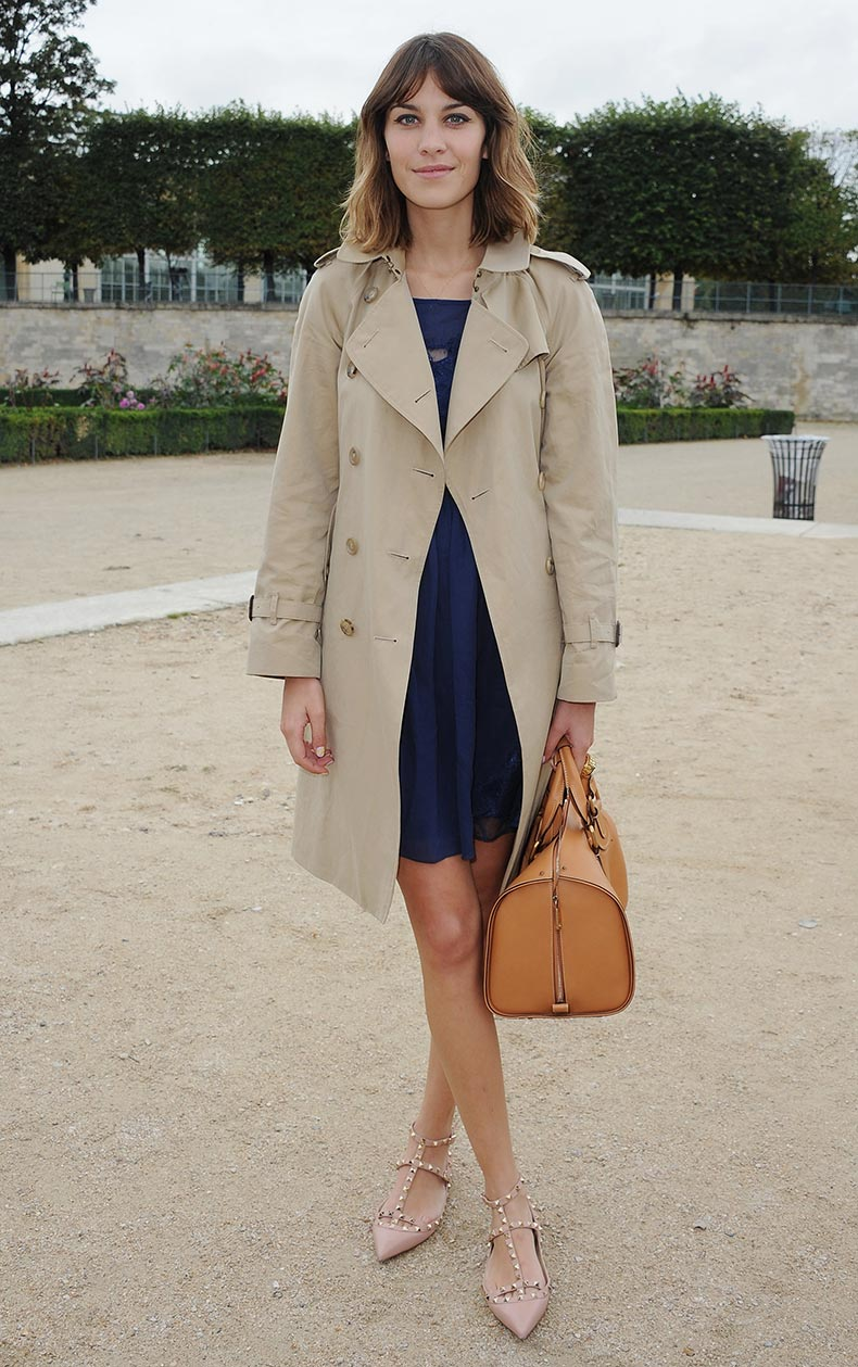 Alexa-Chung-wearing-Burberry-trench-coat-in-Paris-October-2010