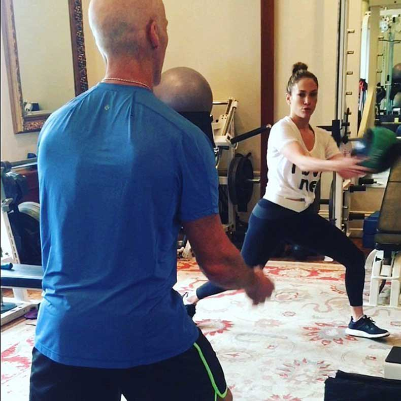 J-Lo-smiled-during-workout-David-Kirsch