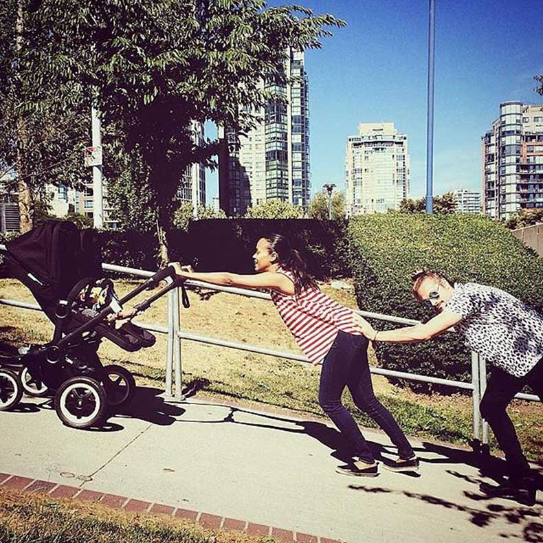 Pushing-twins-stroller-up-hill-hard-work-butt