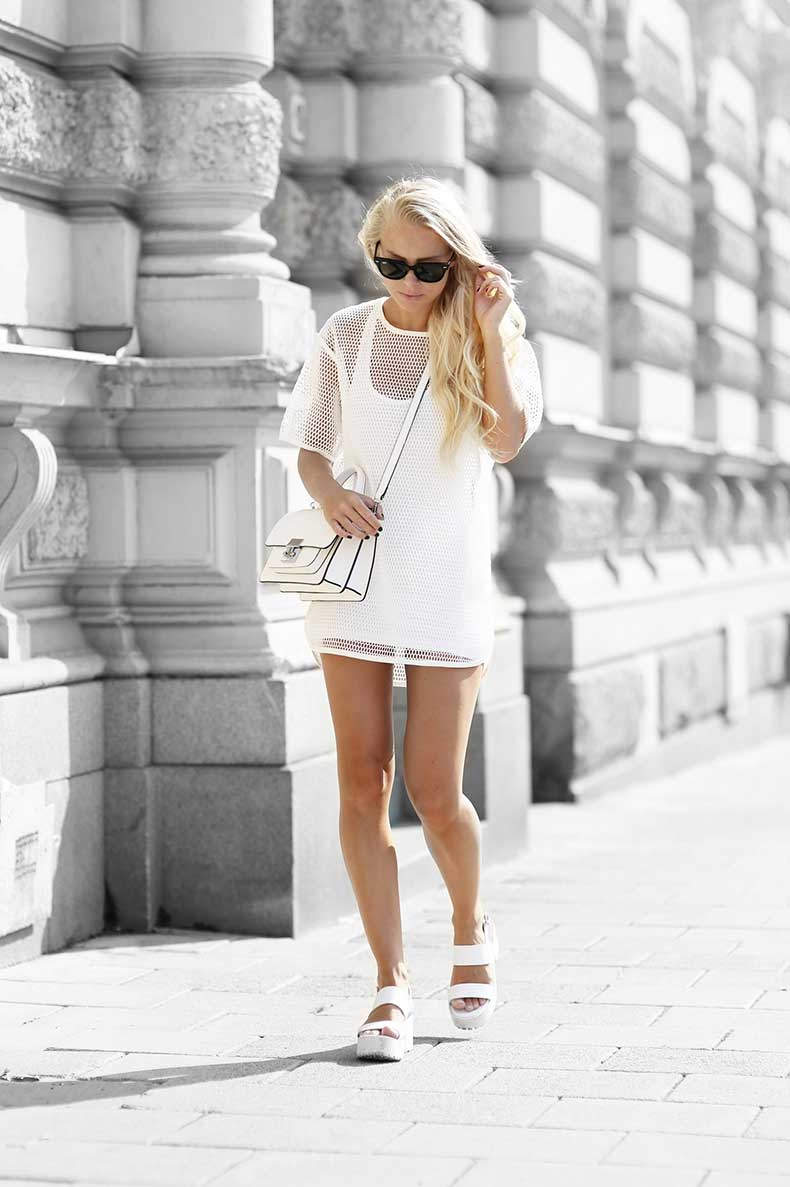 3.-all-white-outfit-with-structured-bag