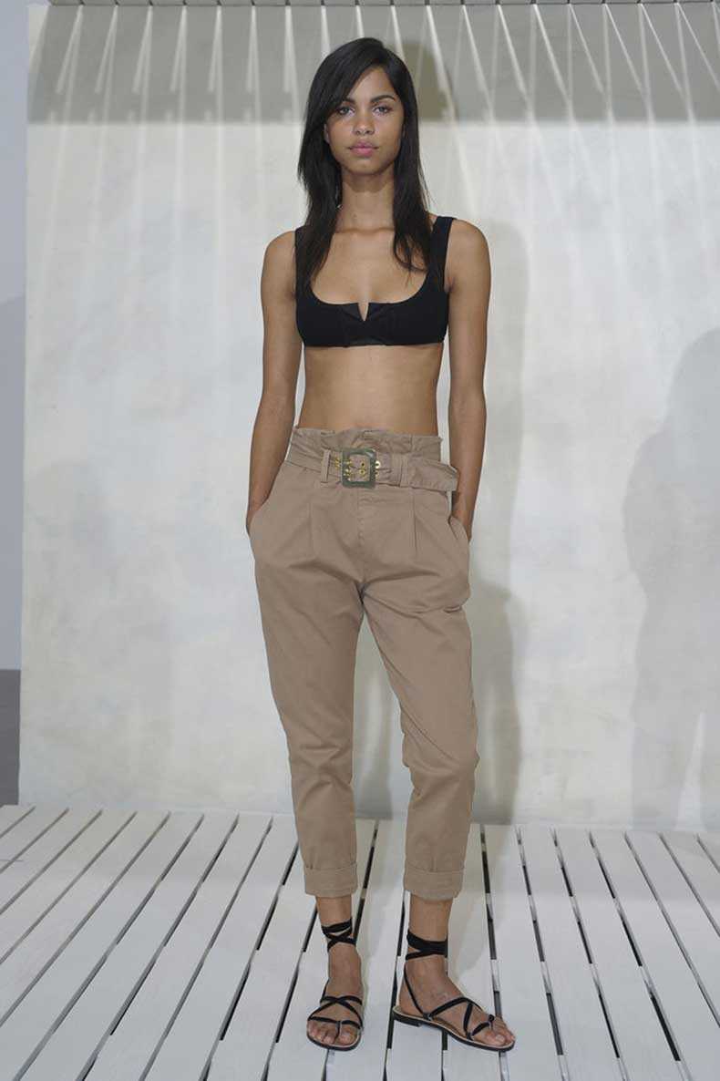 High-waisted-trousers-crop-top