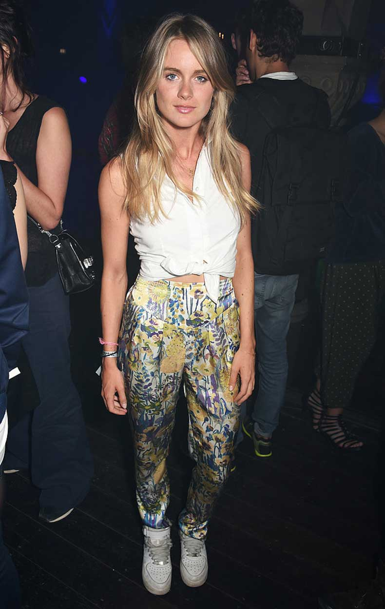 Cressida-Knows-Just-What-Outfits-Work-Tied-Up-Button-Down