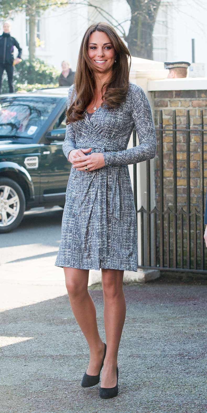 Kate-Middleton-wore-wrap-dress-heels