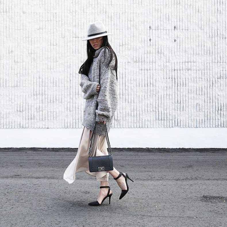 Oversize-Sweater-Dress-Heels-Hat