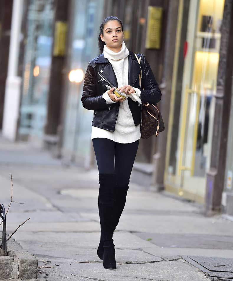 Shanina-Shaik-walked-through-New-York-neighborhood-SoHo