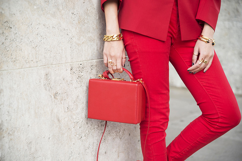 red-bag-street-style