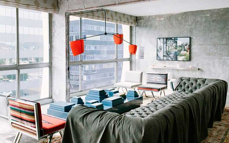 10-small-space-decorating-tips-to-steal-from-hotels-1626057-1453082817.640x0c