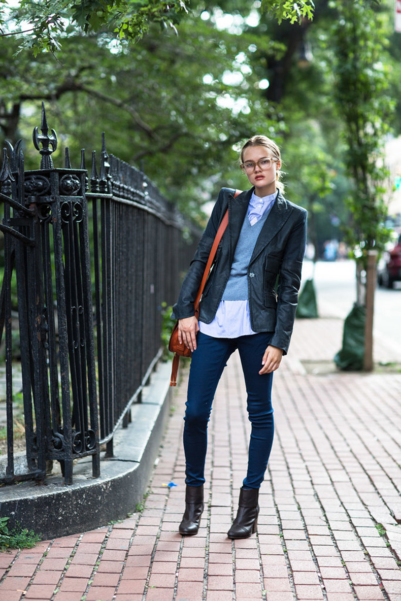 Refresh-bookish-look-layers-geeky-chic-specs