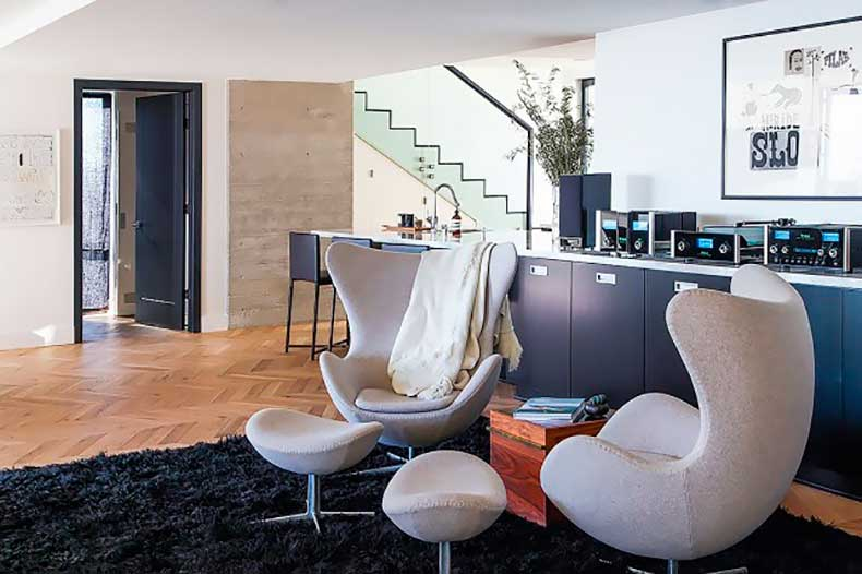 home-tour-a-masculine-modern-home-in-los-angeles-1654524-1455234406.640x0c