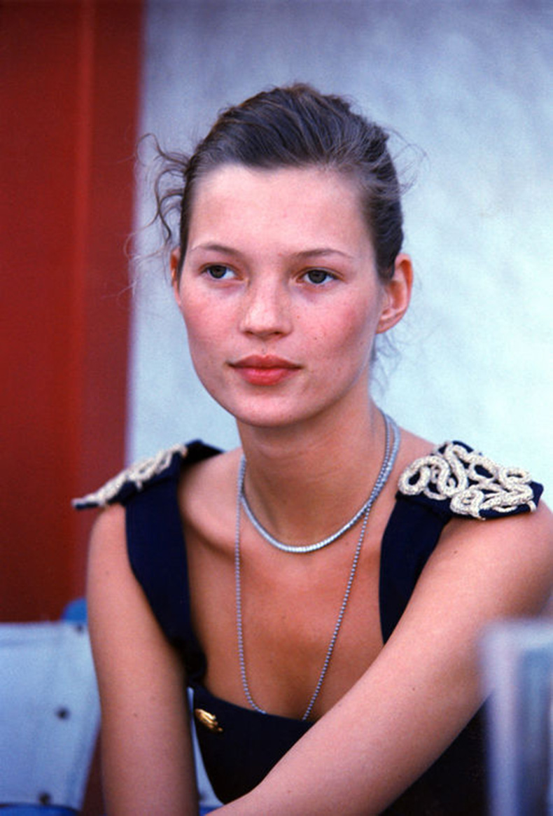 kate-moss-early-90s-h724