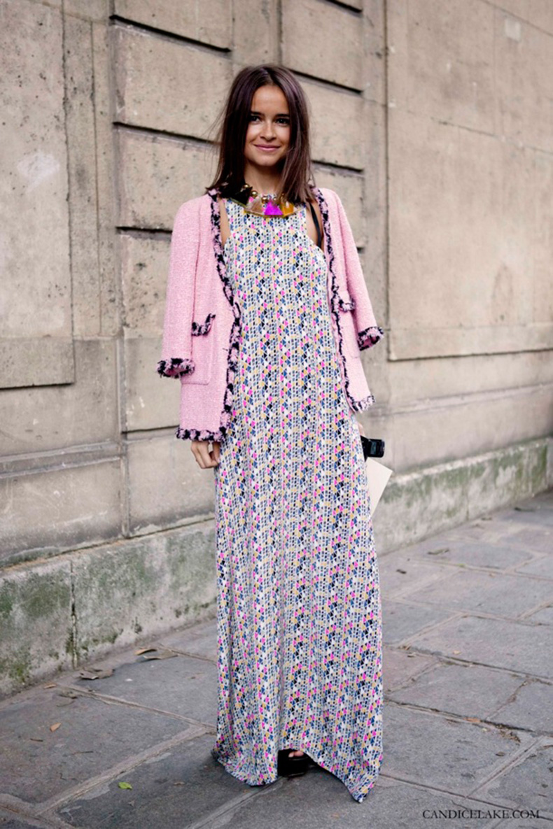 MIROSLAVA-DUMA-PRINT-LOOKS-FASHION-STATEMENT-NECKLACES-CANDICELAKE-STREETSTYLE-FASHION-WEEK-PINK-KNIT-TWEED-BOUCLE-JACKET-LOBG-PRINT-MAXI