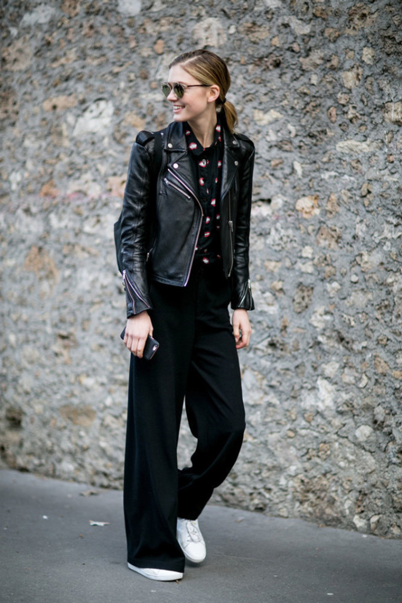 wide-leg-pants-sneakers-black-moto-jacket-black-wide-leg-pants-printed-blouse-work-outfit-pfw-street-style-ps-640x960
