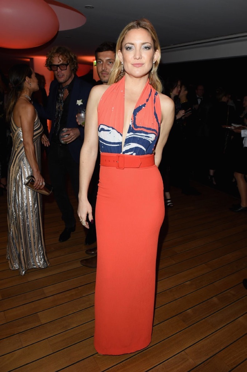 Kate-Hudson-went-tangerine-vibrant-same-event-striking