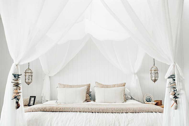 White-bed-at-the-Grove-Byron-Bay