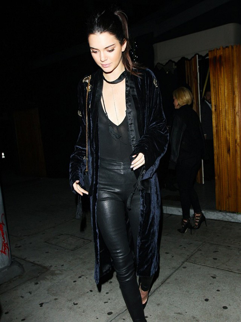 kendall-jenner-wore-the-coolest-velvet-jacket-last-night-1605081-1450723467.640x0c