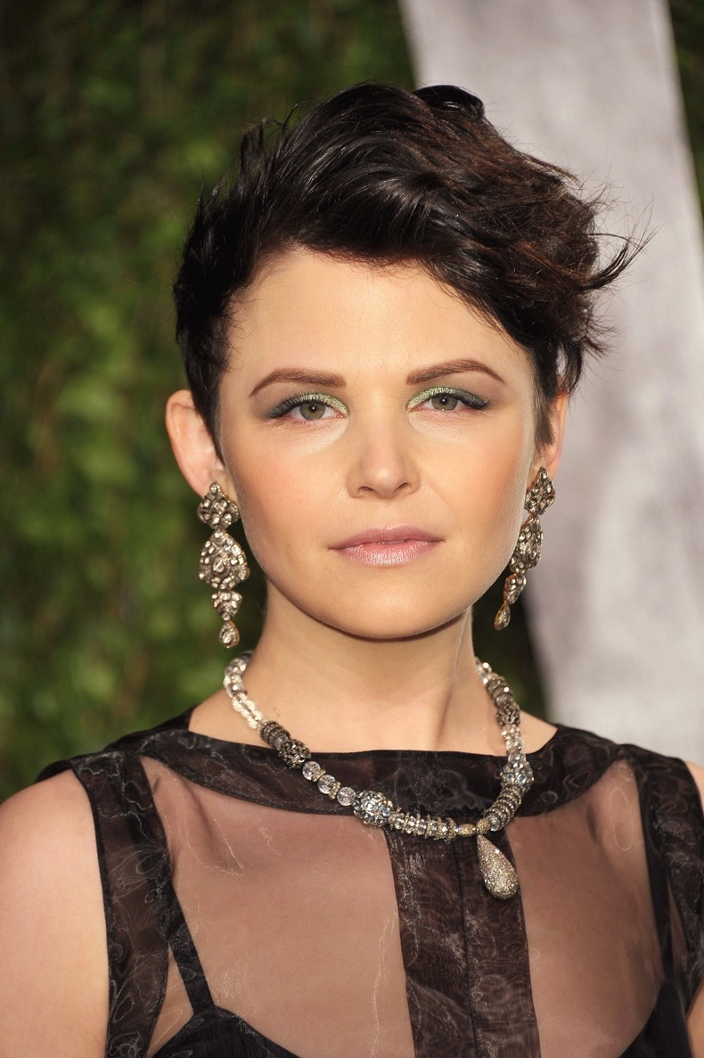 more-edgy-look-Ginnifer-slicked-back-her-sides-went