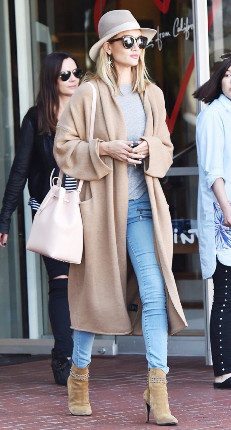 rosie-huntington-whiteleys-bag-is-going-to-be-everywhere-this-spring-1700246-1458247140.640x0c