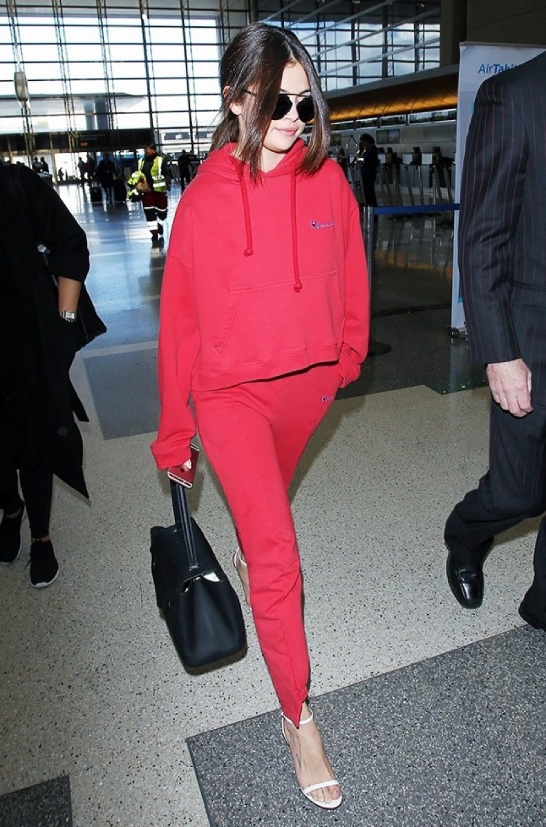10-celebrity-inspired-tracksuits-to-buy-now-1815848-1466718110.600x0c