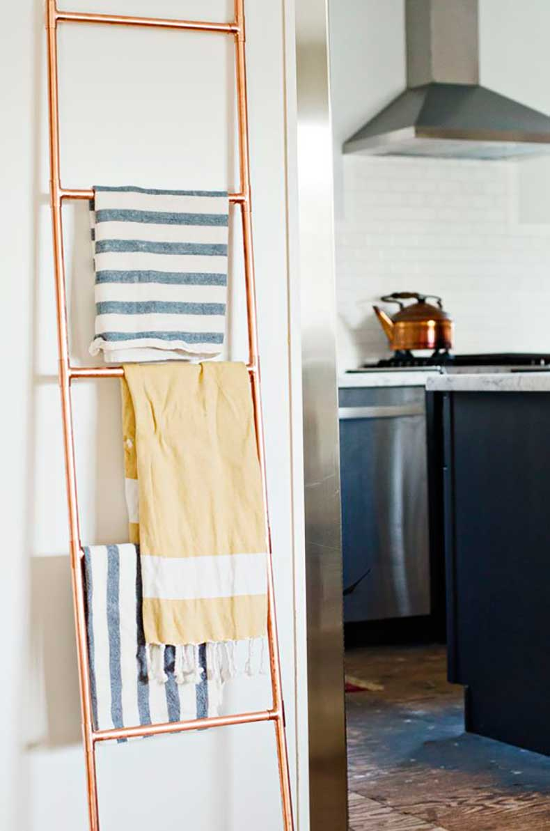Dont-hang-towel-rack-lean-ladder