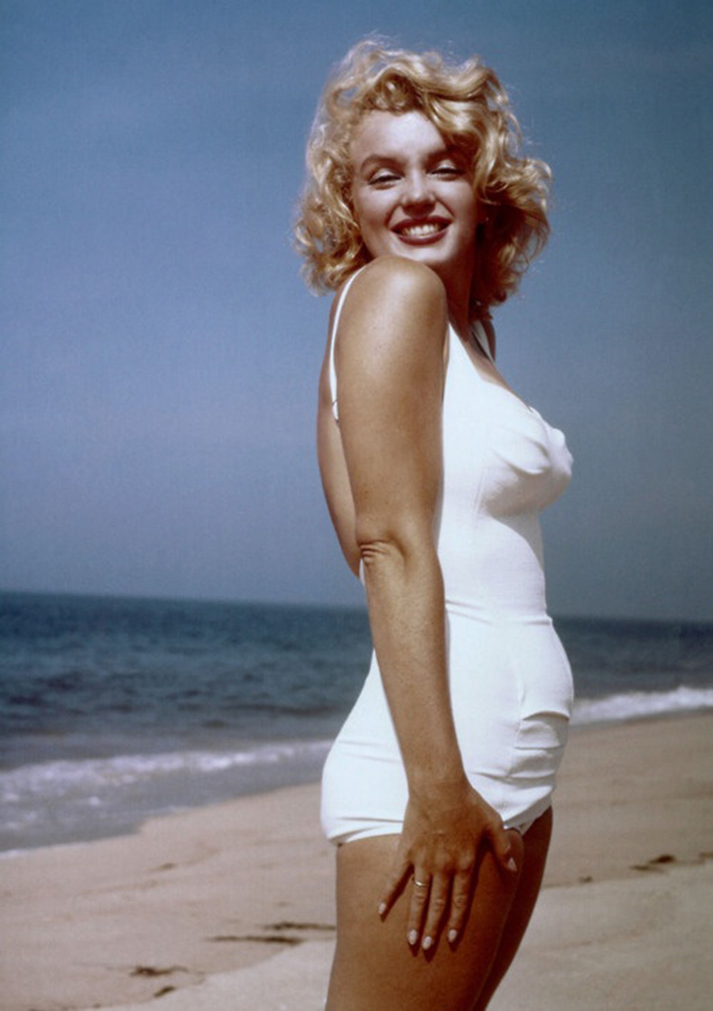 Marilyn-Monroe-at-Amagansett-Beach-in-the-Hamptons,-by-Sam-Shaw-1958-(6)