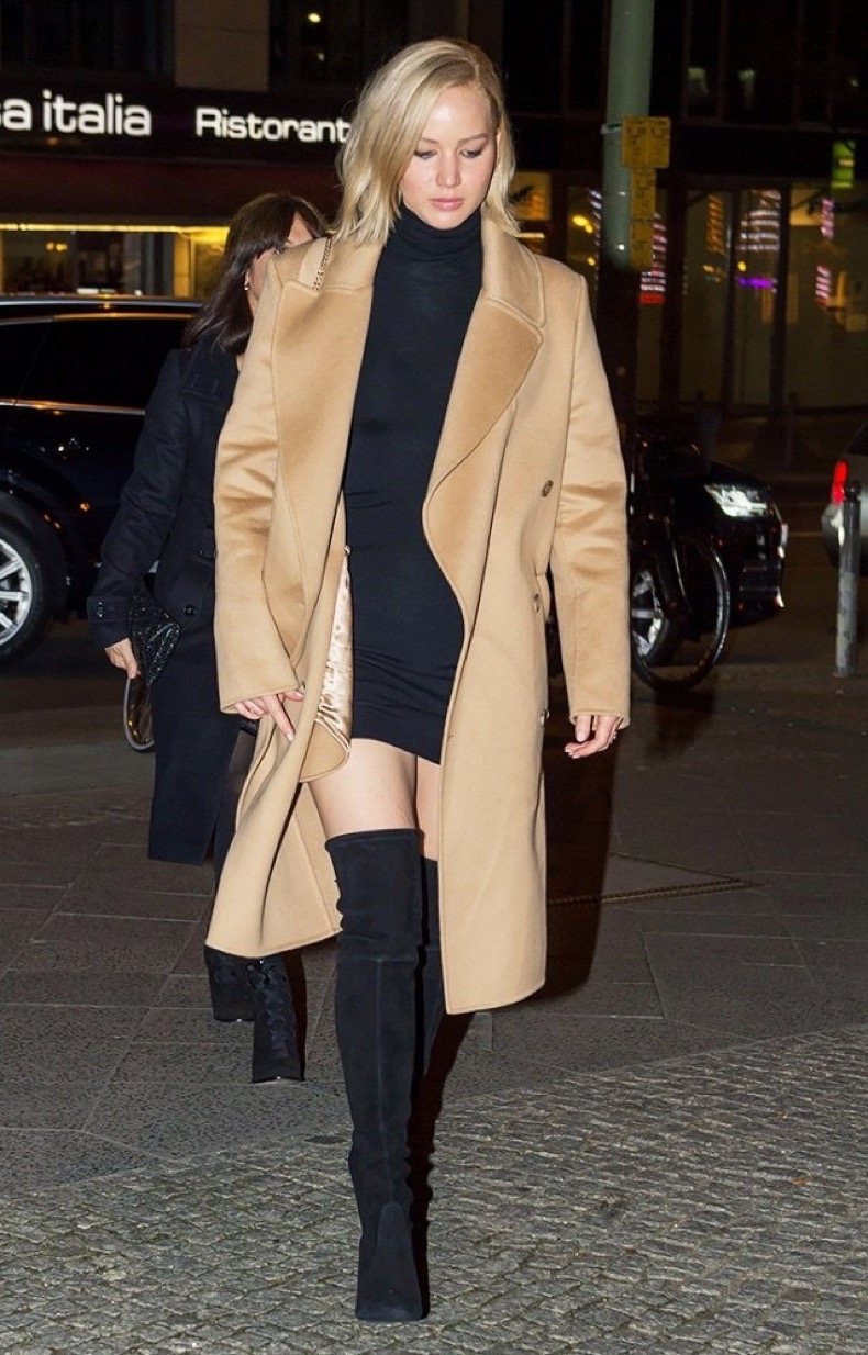 a-celebrity-guide-to-wearing-thigh-high-boots-1589970-1449700324.640x0c