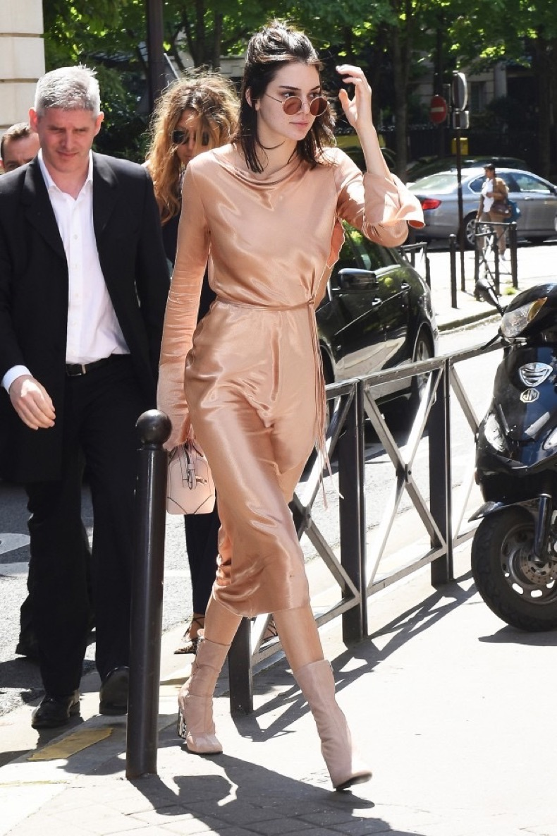 kendall-jenners-favorite-outfit-is-surprisingly-easy-to-recreate-1817433-1466812590.640x0c (1)