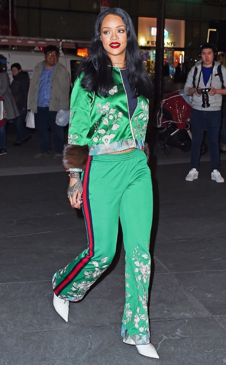 rs_634x1024-160328181135-634.Rihanna-Green-Track-Suit-NYC.ms.032816