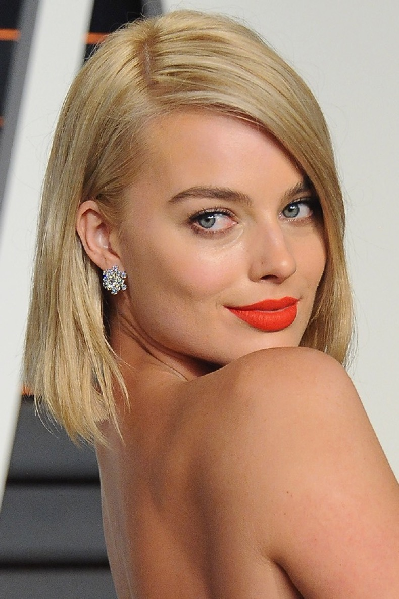 margot-robbie-bright-lipstick