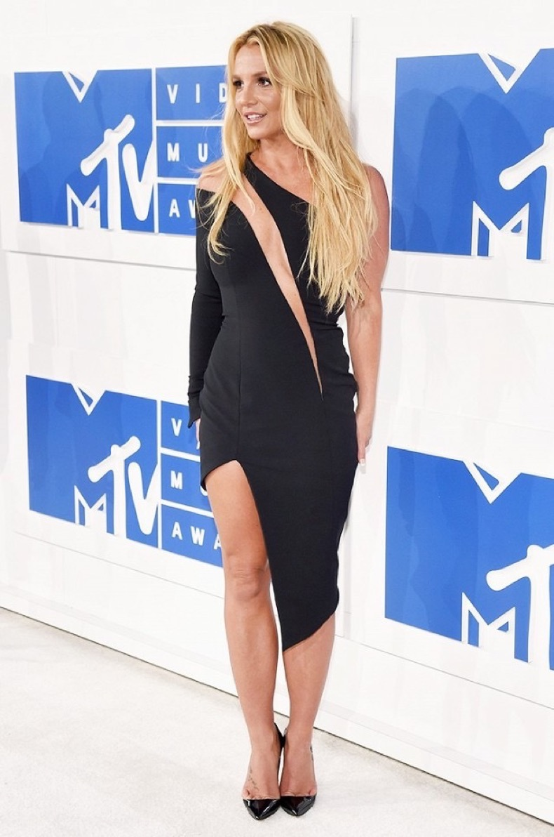all-the-showstopping-vma-looks-you-need-to-see-1884816-1472431469.640x0c