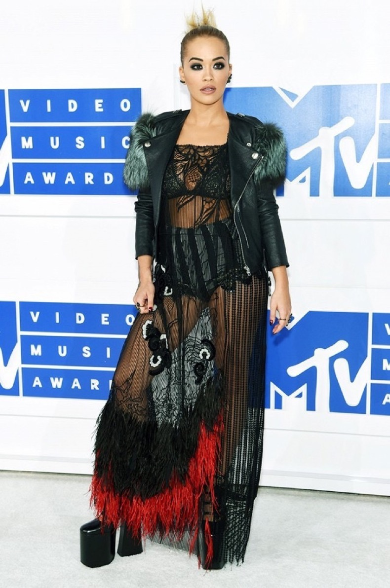all-the-showstopping-vma-looks-you-need-to-see-1884822-1472431737.640x0c