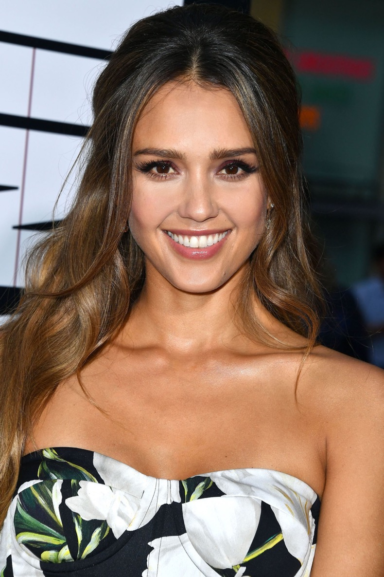 gallery-1472149423-hbz-beauty-secret-jessica-alba