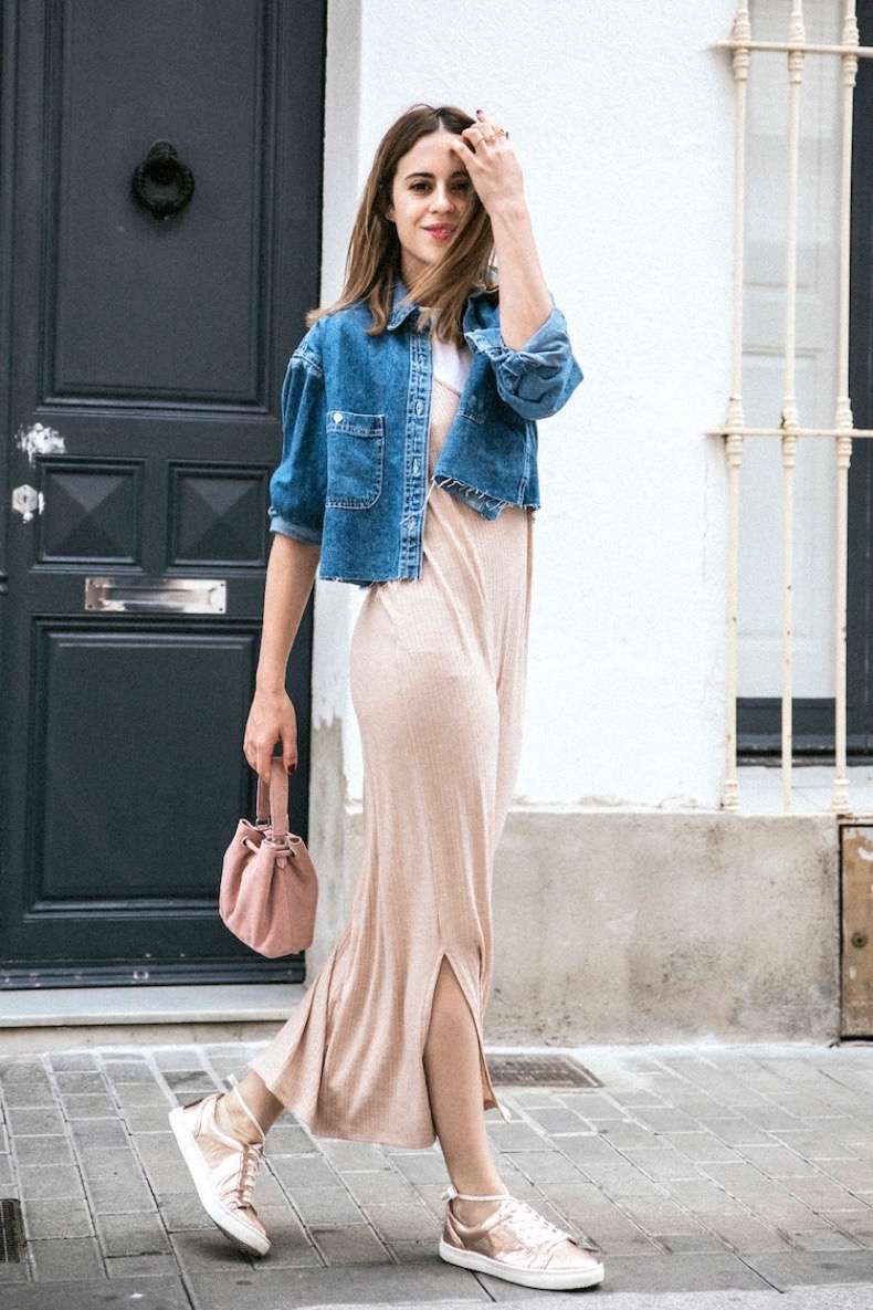 bloglovin-blog-how-to-pull-off-pink-like-a-fashion-blogger-style-crop-jean-jacket-raw-hem-fringe-maxi-sweater-dress-mini-bag-metallic-sneakers-via-dansvogue
