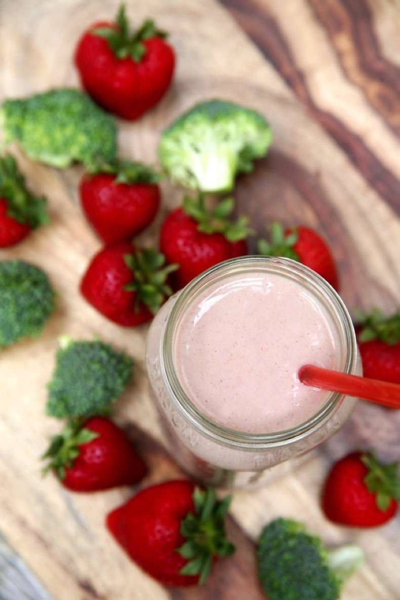 banana-berry-peanut-butter-broccoli-smoothie