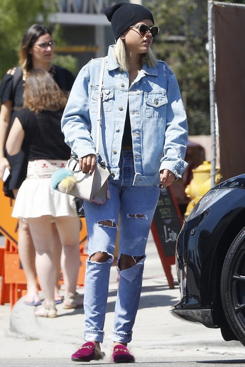 from-gigi-to-zendaya-the-celeb-denim-trend-you-need-to-try-1919017-1475069027-600x0c