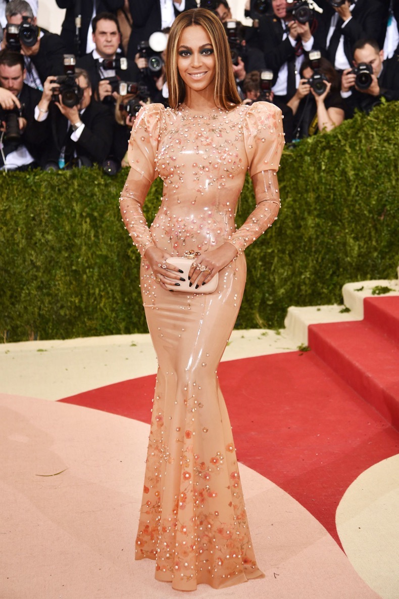 hbz-best-red-carpet-looks-of-the-year-beyonce