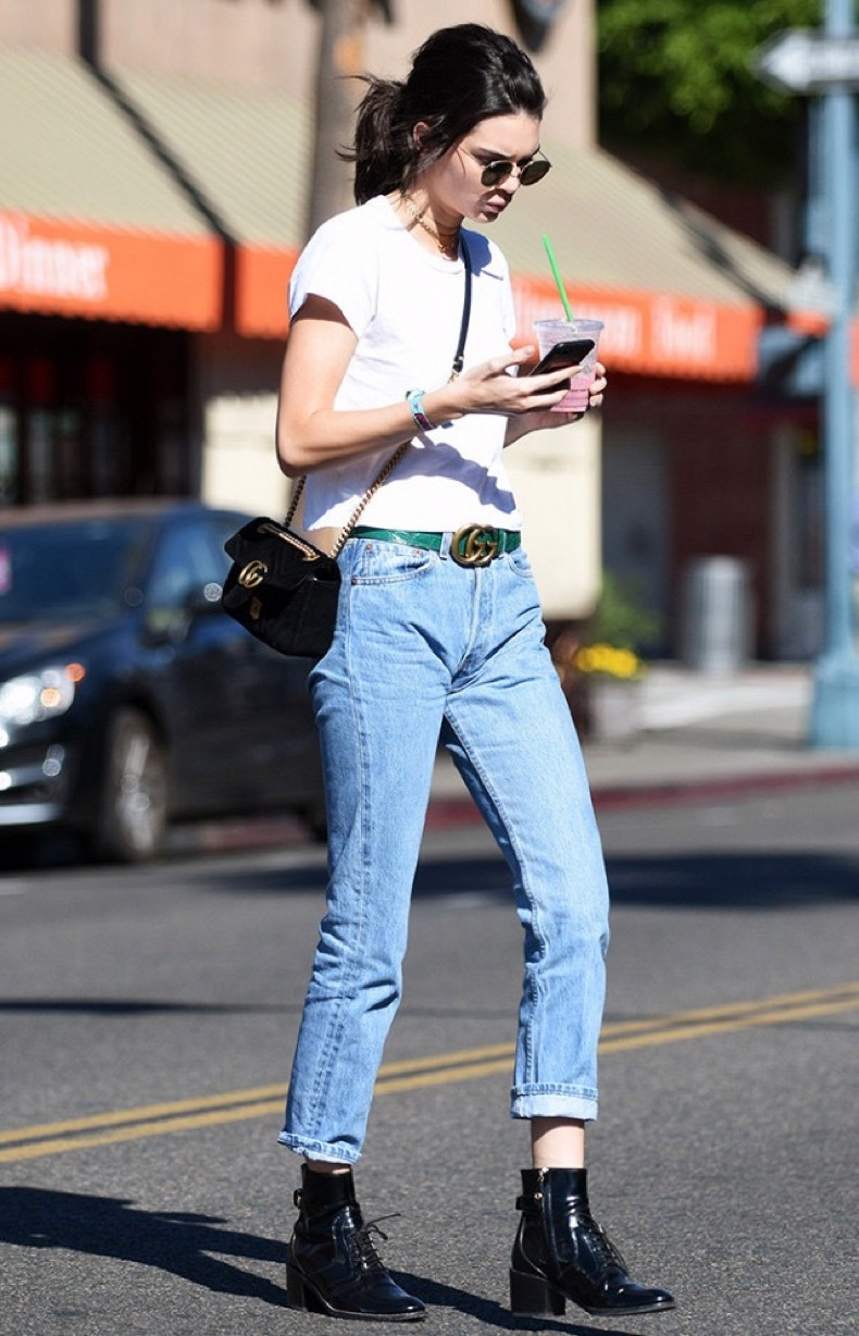 the-1-way-to-wear-jeans-and-a-white-t-shirt-right-now-1976627-1479159827-640x0c