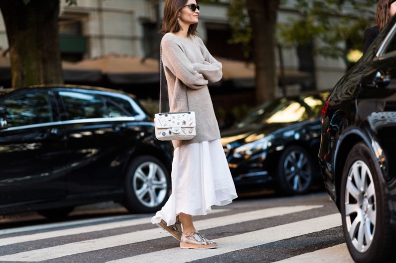 white-maxi-dress-silver-creepers-oversized-sweater-summer-to-fall-transitional-dressing-maria-duenas-jacobs-milan-fashion-week-street-style-via-elle-com_